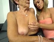 Abuela y nieta se reencuentran y acaban echando un polvo