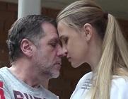 Abuelo se corre en la boca de su nieta después de follársela