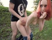 Pelirroja amateur queda con un pollazo en un parque
